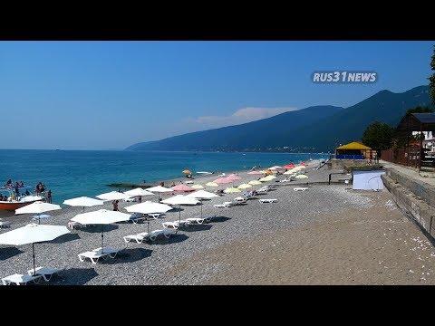 Гагра Абхазия: Пляж рынок и нападение на туриста c камерой