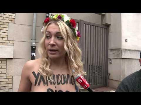 A Paris, les Femen urinent sur des photos du président ukrainien