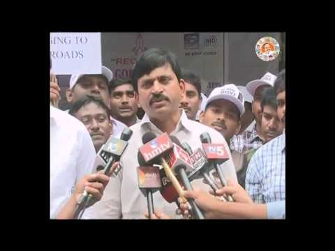 YSRCP MP's speaks to media on Electric employees dharna at Delhi 31st July 2015 Photo Image Pic