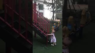 Moon chơi cầu trượt 18.5.18