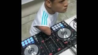 EN VIVO DJ GHOST DESDE RADIO LA TUYA 104 5 FM GUAYAQUIL PRIMERA PARTE 1 HORA DE BUENAS MEZCLAS mp4 c