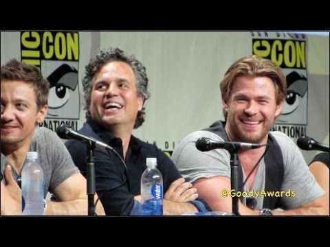 Chris Hemsworth Thor flexes muscles at Comic-Con 2014 Marvel Panel