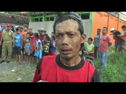 Download Lagu GANJAR TEMUI RELAWAN PENAMBAL JALAN RUSAK DI GROBOGAN MP3 Free