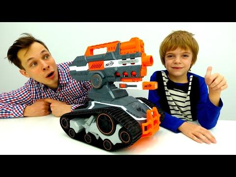 Федя и Петя помогают трансформерам. Игрушки для мальчиков.