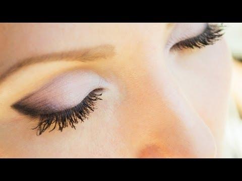 Видео как сделать макияж глаз