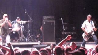 Watch Descendents I Want To Be A Bear video