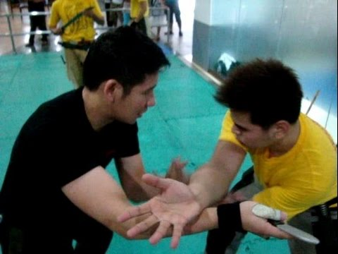 Filipino Knife Fighting ( Kali / Arnis / Eskrima Techniques ) Image 1