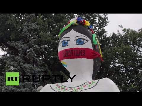 Ukraine: 'Stop Yatsenyuk!' say protesters outside parliament in Kiev
