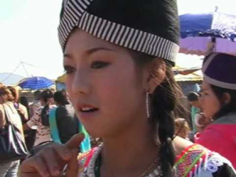 Dawb singing hmong kwv txhiaj Phonsavan new year 2010