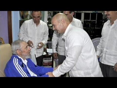 راؤول كاسترو يستقبل خمسة مواطنين أُطلق سراحهم من السجون الاميركية
