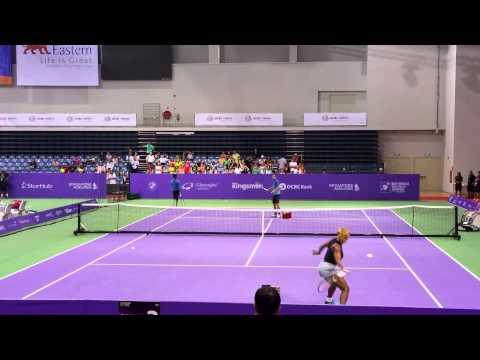 Serena Williams doing drills with sascha bajin