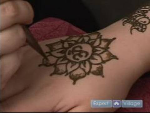 How to Do Henna Tattoos : How to Draw a Lotus Flower with Henna