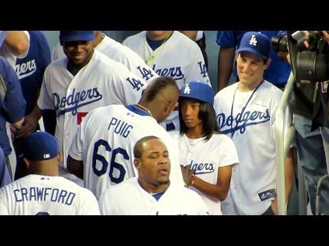 Yasiel Puig Gets Mo'ne Davis Autograph @Dodgers 9-2-14
