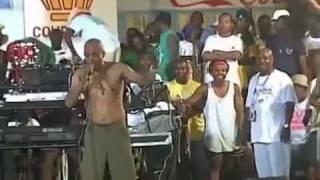 Martelly aux Cayes HAÏTI , Kap gouye  avec une petite culotte