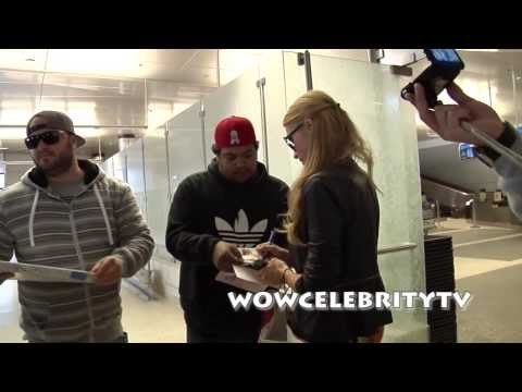 Paris Hilton Is Very Nice To Her Fans As She Arrives To LAX Airport From Dubai