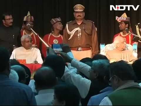 Nitish Kumar takes oath as Bihar Chief minister, Mamata Banerjee present for swearing in