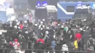 Flüchtlinge greifen Polizei an