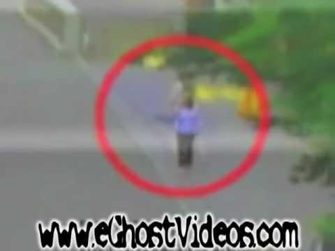 Perempuan menembus tubuh Setan / Penampakan Hantu Nyata di Jepang ( Kreatif : Esa )