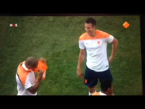 Nigel de Jong imitation of Mario Balotelli