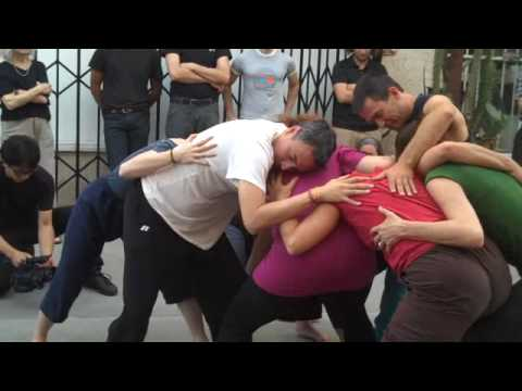SIMONE FORTI - HUDDLE- CHINATOWN, LA 7-25-09)