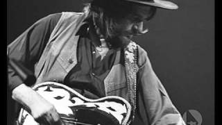 Watch Waylon Jennings Clyde video