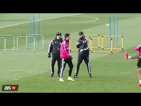 Cristiano Ronaldo reta a Ancelotti   ¿Puede subir así la pierna!