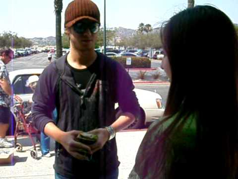 Jeremy Sumpter kissing a fan Video