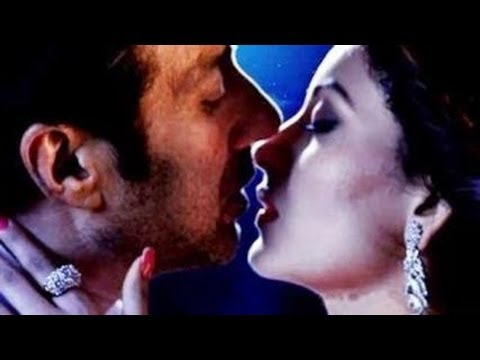Sunny Deol' & Urvashi Hot Kissing In Singh Saab The Great video