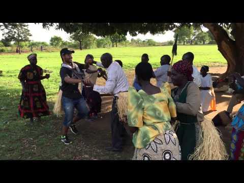 Moroccan Dancing In Uganda الرقص الشعبي المغربي في اوغندا thumbnail