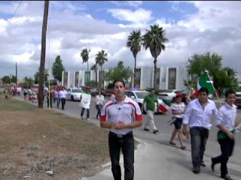 STUDENTS AT VALLEY CHRISTIAN HIGH SCHOOL IN BROWNSVILLE MARK MEXICO'S INDEPENDENCE DAY BY TAKING TO THE STREETS