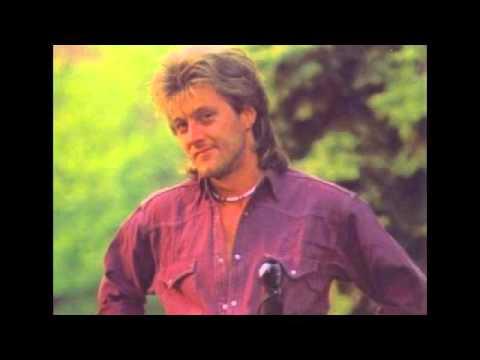 Homonyik Sándor - Az Kell A Lánynak (lyrics)