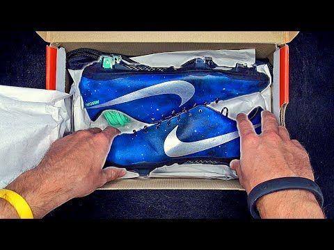 New 2013 Cristiano Ronaldo Boots: Nike Mercurial Vapor 9 CR Unboxing by freekickerz