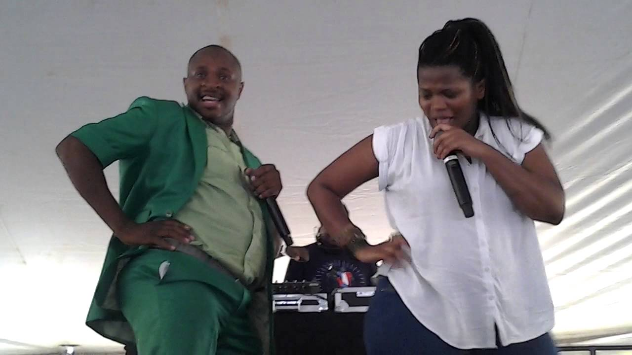Dr Malinga vs Busiswa @ Orange Farm imbizo 2013/10/11 - YouTube