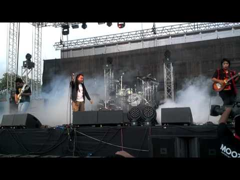 Boomarang Opening For Korn In India video