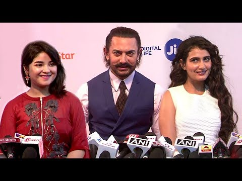 Aamir Khan With CUTE Dangal Daughters Fatima Sana Shaikh & Zaira Wasim At Jio Mami 2017 thumbnail
