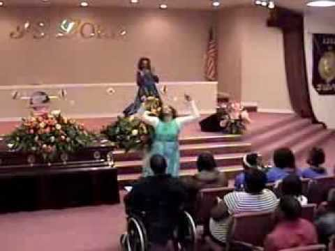 Morticia Farley And Kathy Parks Praise Dance To i Choose To Worship By Wess Morgan video