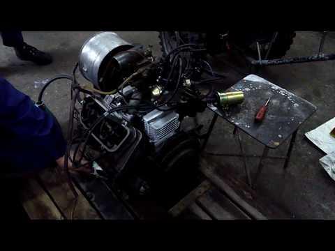 Luaz 969m. Silnik V4 po remoncie uruchomiony na palecie.