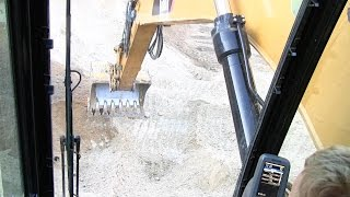 Moving Sand With The Cat 325D Excavator
