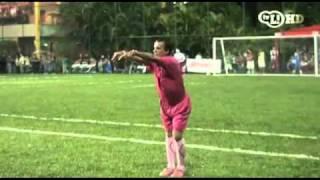 El árbitro rosa reapareció en la cancha
