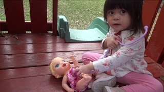 Snackin' Lily Gets Injured - Doc Gives Her A Checkup | Baby Playful