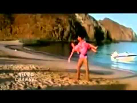 Bollywood Actress Kareena Kapoor Hot And Sexy Scene With Fardeen  Akshay - Youtube.flv video