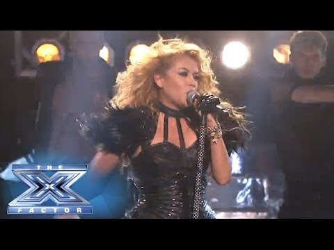 Paulina Rubio Performs