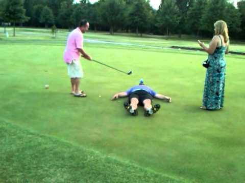 Golf - Tiro erróneo por hacer el tonto