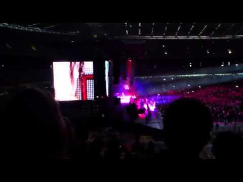 Lil Wayne – Lollipop LIVE (Eminem Australia Concert Lose Yourself 1.12.11)