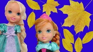 ELSA and ANNA toddlers play HIDE AND SEEK and have fun in the colorful rusty leaves!