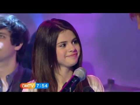 Selena Gomez-naturally-(en Vivo) video
