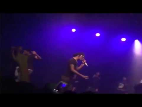 Young Thug Gets Angry At His DJ For Messing Up On Stage!