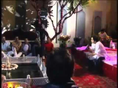 Ali Zafar Sings Ghalib koi Umeed Bar Nahi Aati (jam Sunjar).mp4 video