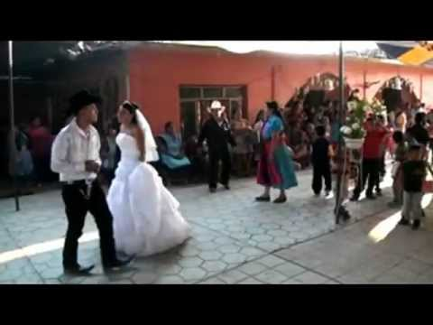 El Baile Del Guajolote De Los Novios!