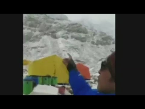 Earthquake triggers avalanches at Mt. Everest